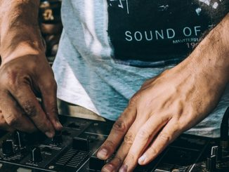 Geschenke für die Einweihungsparty - Der DJ darf nicht fehlen
